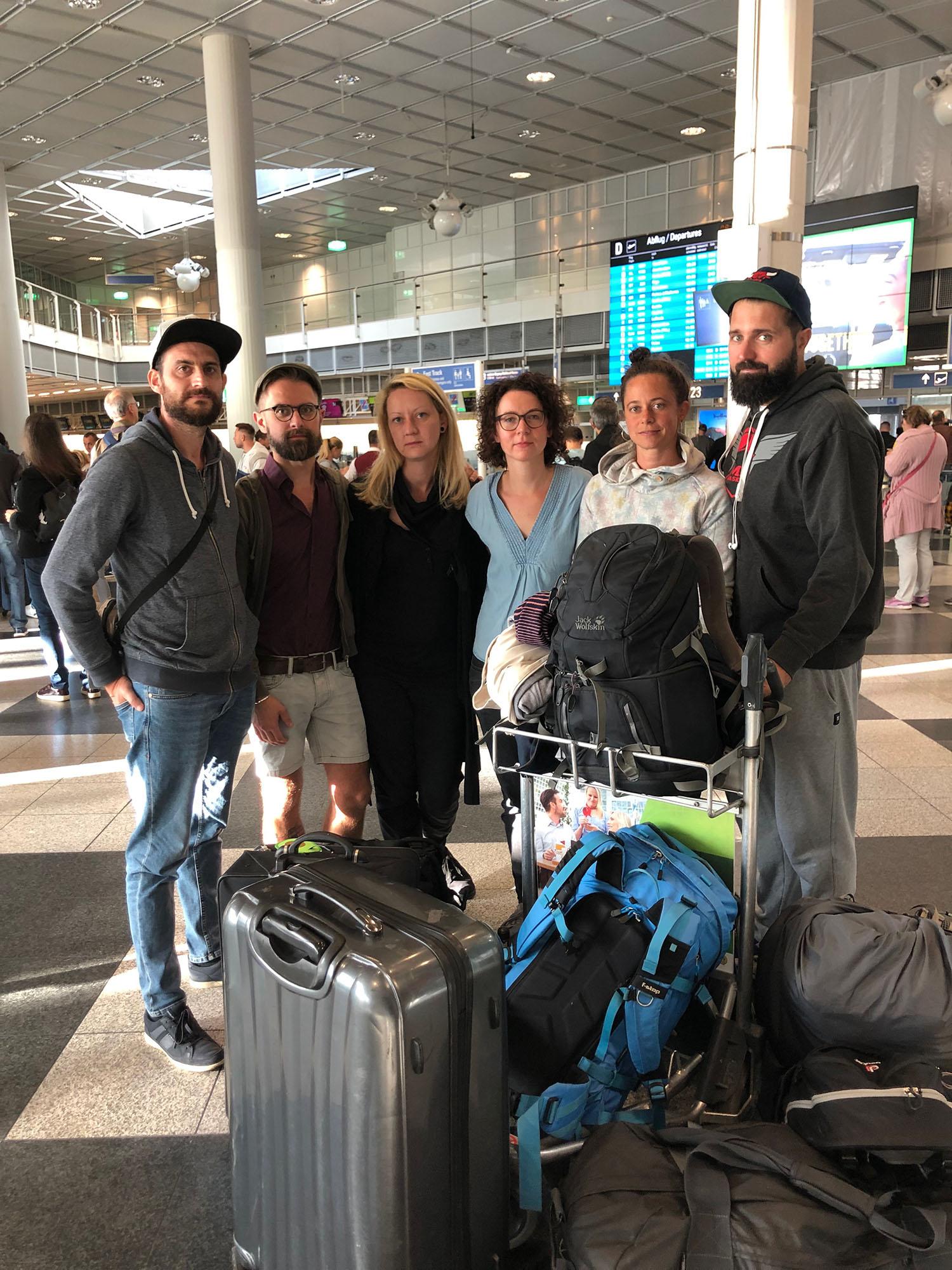 Team der Haitihilfe am Flughafen
